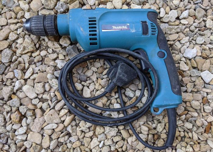 Makita corded hammer drill HP1621 - 1