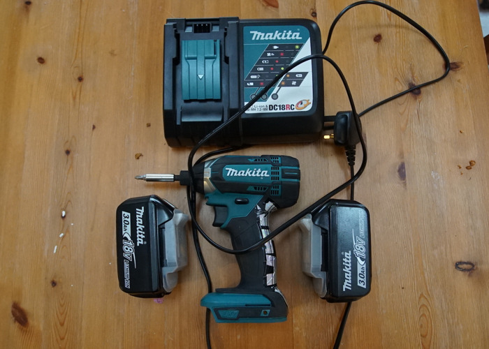 Makita Impact Driver with 2 Batteries and Charger - 2