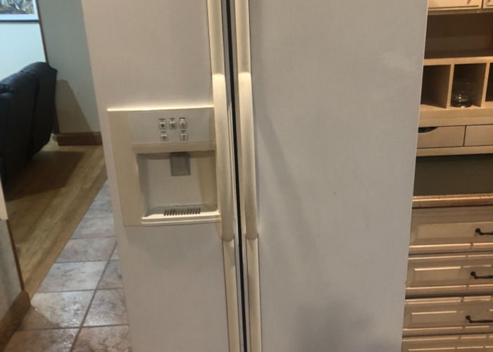 Maytag French door refrigerator  - 1