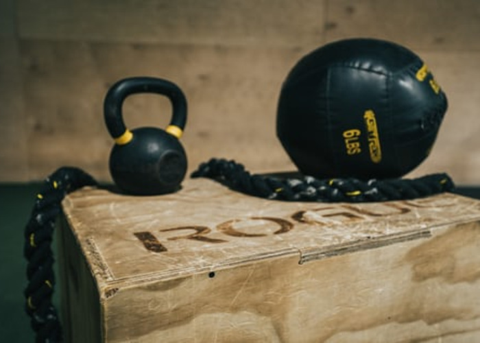 Medicine ball and kettle bell - 1