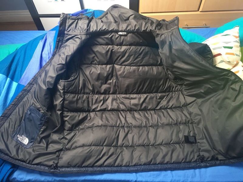 Men's North face puffs jacket size large  - 1