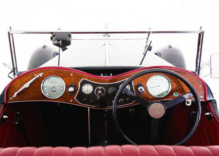 MG Midget TC (1946) - 2