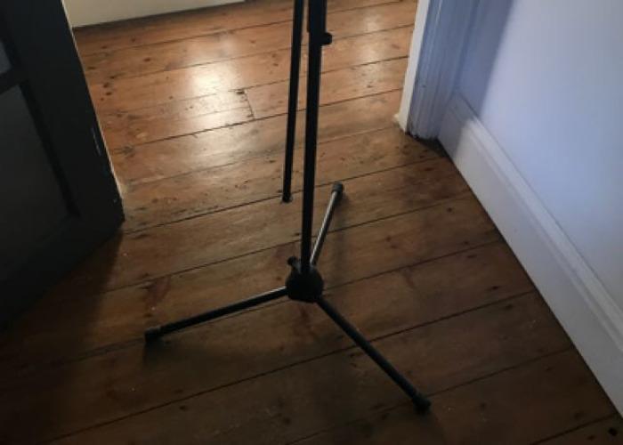 microphone stand--tripod--boom--03564078.JPG