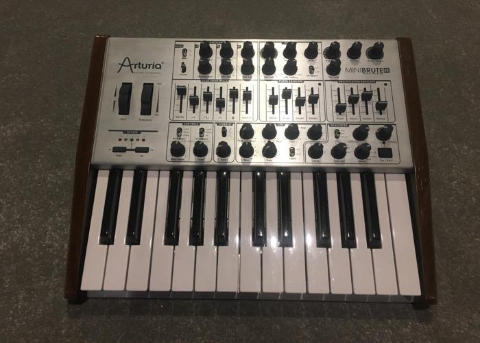 Mini Brute Synth - 1