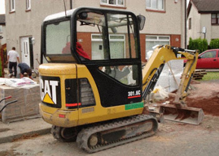 Mini Digger Excavator 1.5 Tonne - 1