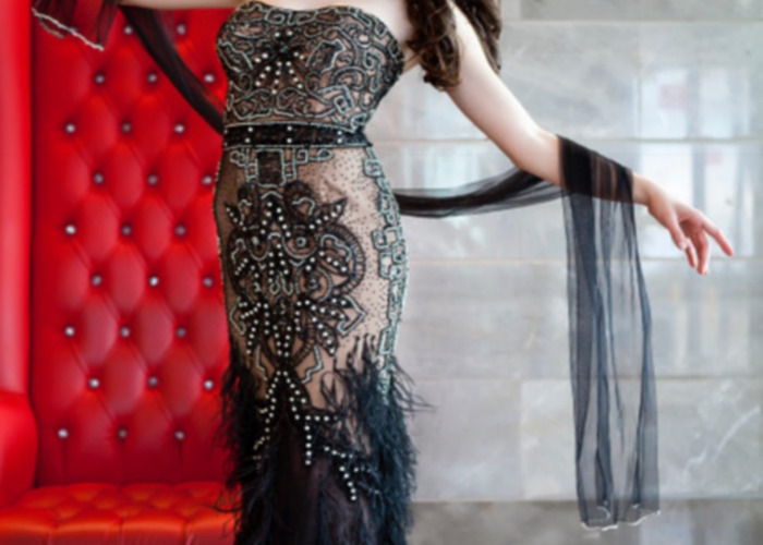 model STAR, wonderfull evening dress beaded with feathers - 1
