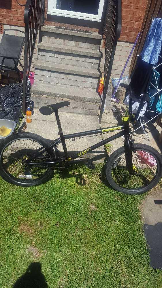Mongoose Scan Bike - 1