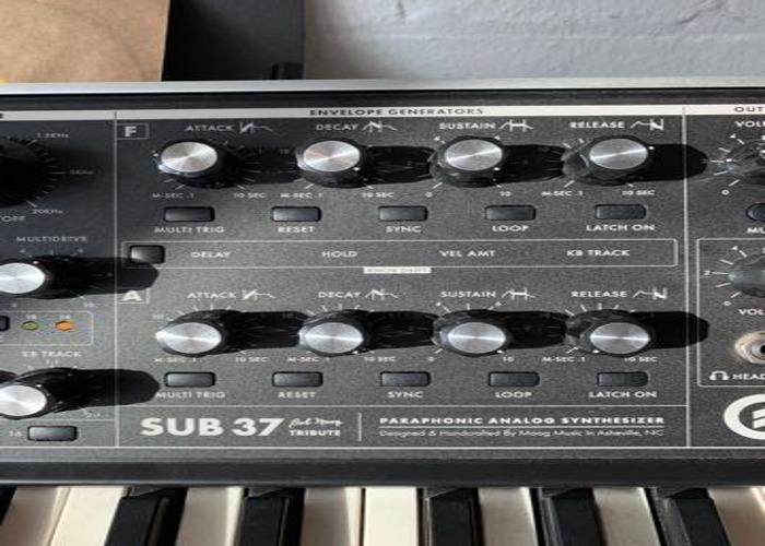 Moog Sub 37 Bob Moog Tribute Edition + Black Flightcase - 2