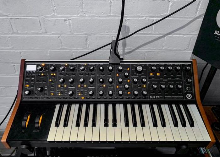 Moog Sub 37 Bob Moog Tribute Edition + Black Flightcase - 1