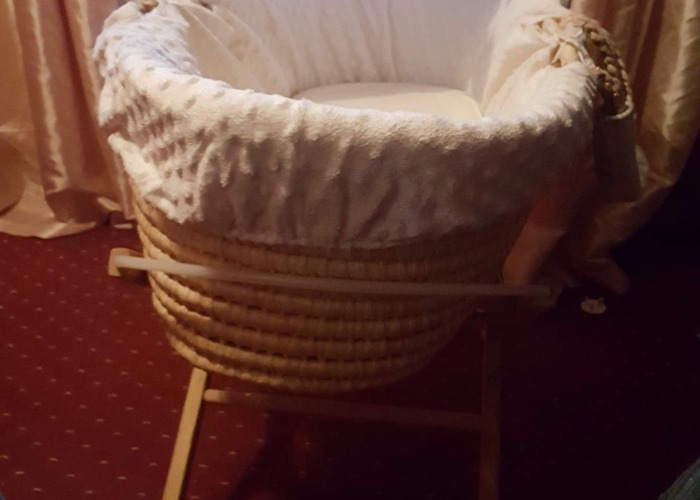 Moses basket good condition  - 2