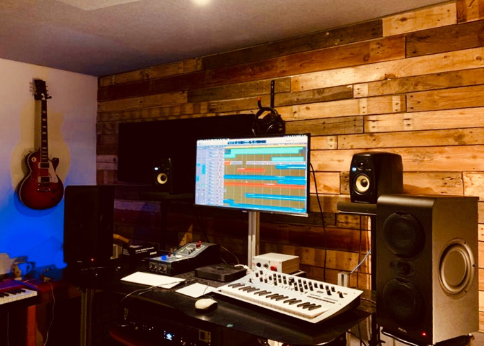 MUSIC STUDIO for DRY HIRE with STEINWAY UPRIGHT PIANO - 24/7 - 2