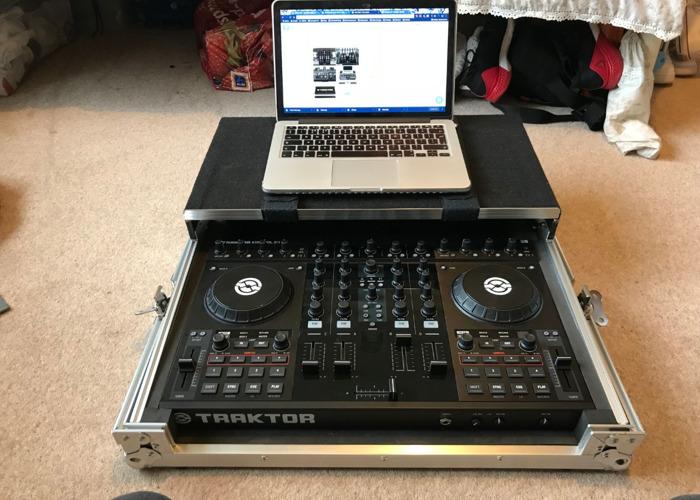 Native Instruments Kontrol S4 Traktor DJ Controller - 2