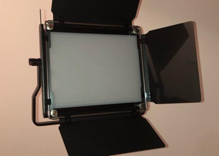 Neewer 2x Bi Color LED light and stand kit - 1