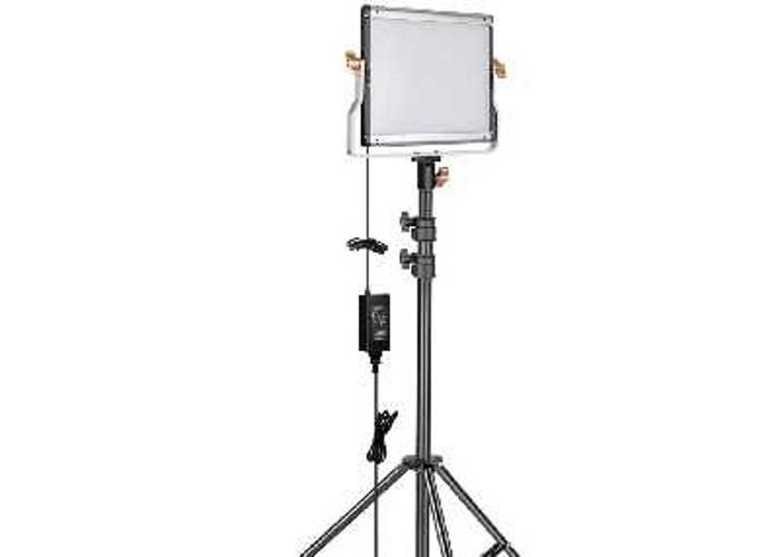 Neewer 3 pack dimmable video light + 6 x 8800mah batteries - 2