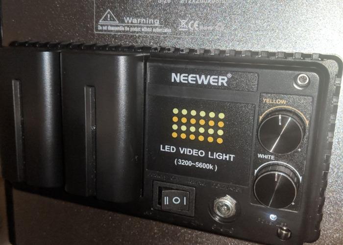 Neewer 480 Bi Color LED lighting kit - 1