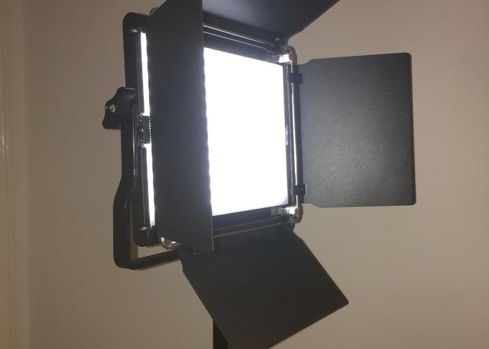 2 X Neewer Pro Panel light  - 1