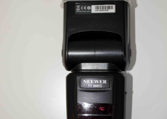 NEEWER TT660 Speedlite Flash Light - 1