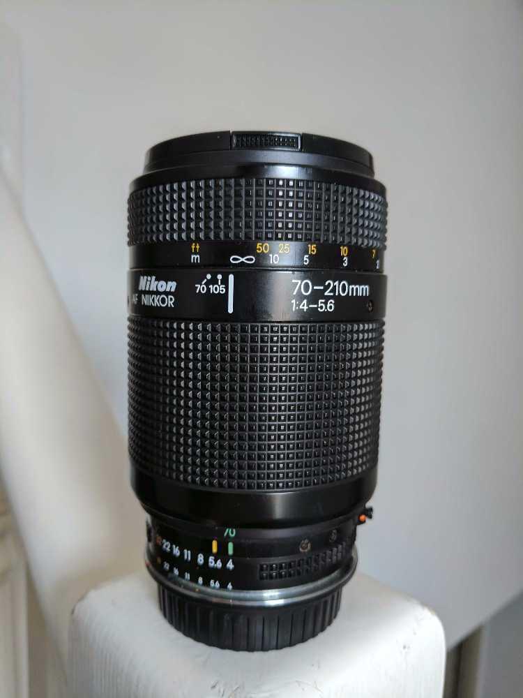 Nikon 70 - 210mm Zoom lens - 1