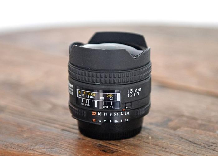 Nikon AF Fisheye 16mm f/2.8D - 1