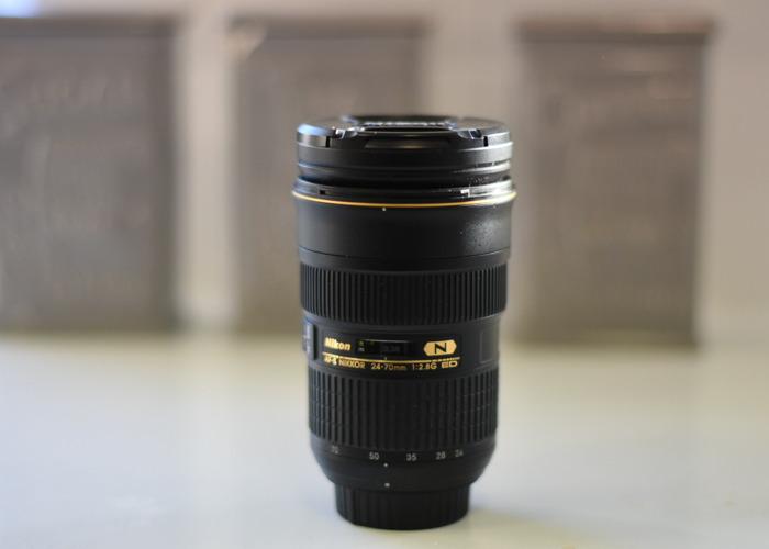 Nikon D7200 Complete Set 3 Lens Set  - 2