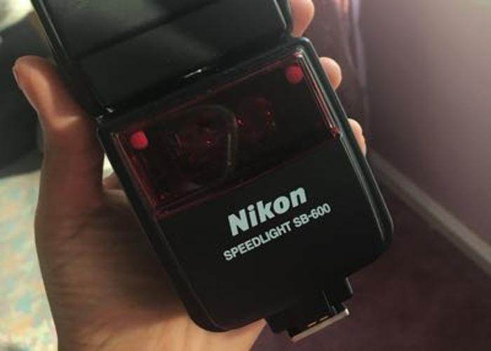Nikon SB-600 - 1