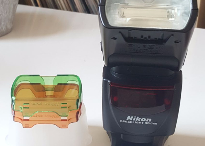 Nikon SB-700 Speedlight Flash Unit - 1
