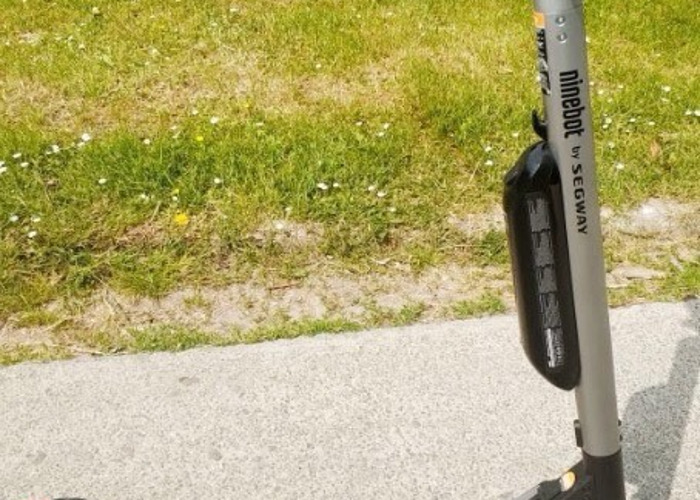 Ninebot ES4 electric scooter - 1