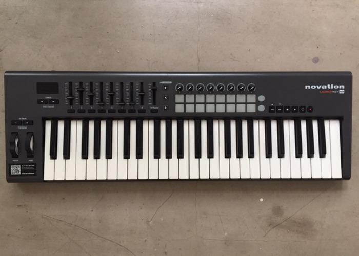 Novation Launchkey Keyboard   - 1