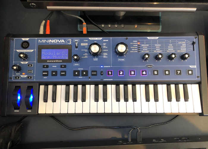 novation mininova-synthesizer-19562112.jpg