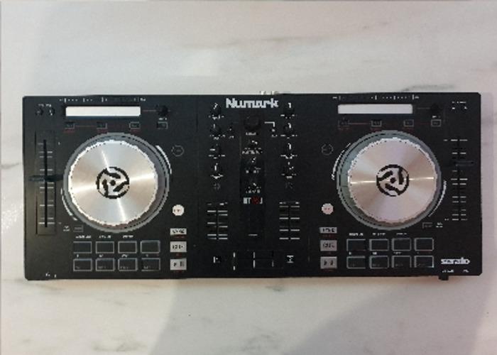 Numark Mixtrack Pro 3 DJ Controller - 1