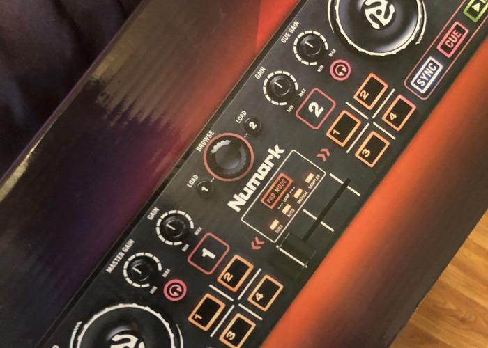 Numark Pocket DJ Controller with Audio Interface + Serato - 2