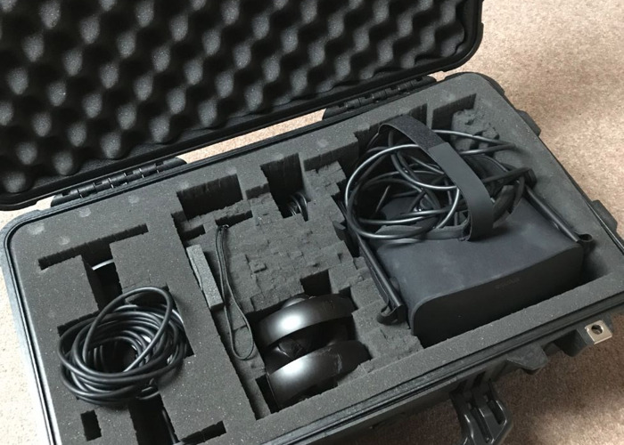 Oculus Rift with Touch and Protective Pele Travel Case - 2