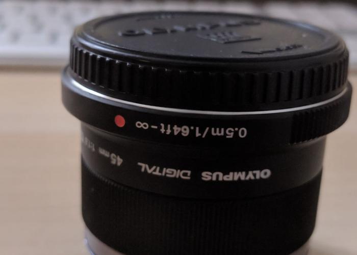 Olympus 45mm aperture 1.8  - 1