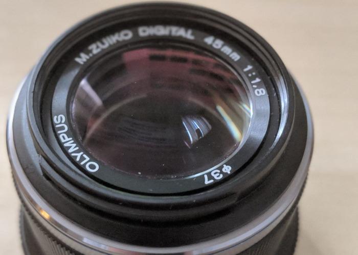 Olympus 45mm aperture 1.8  - 2