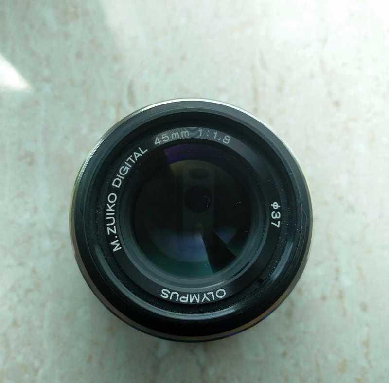 olympus 45mm-f18-micro-four-thirds-lens-89843901.jpg
