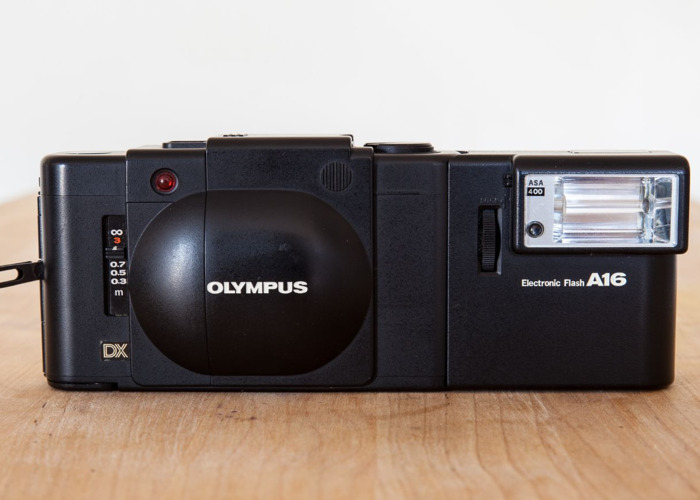 Olympus XA4 35mm + Flash attachment + Carry case - 2