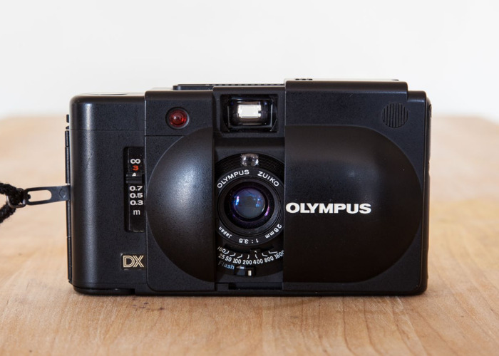 Olympus XA4 35mm + Flash attachment + Carry case - 1
