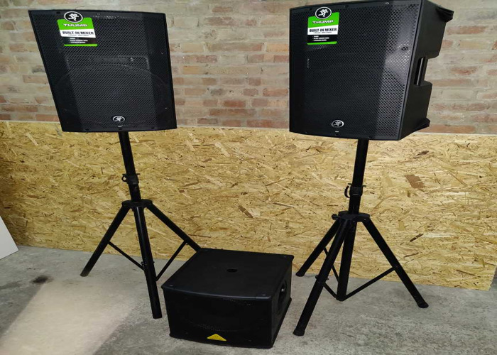 pa system 2x 1300w speakers and stands 1x 500w sub 1x mixer  - 1