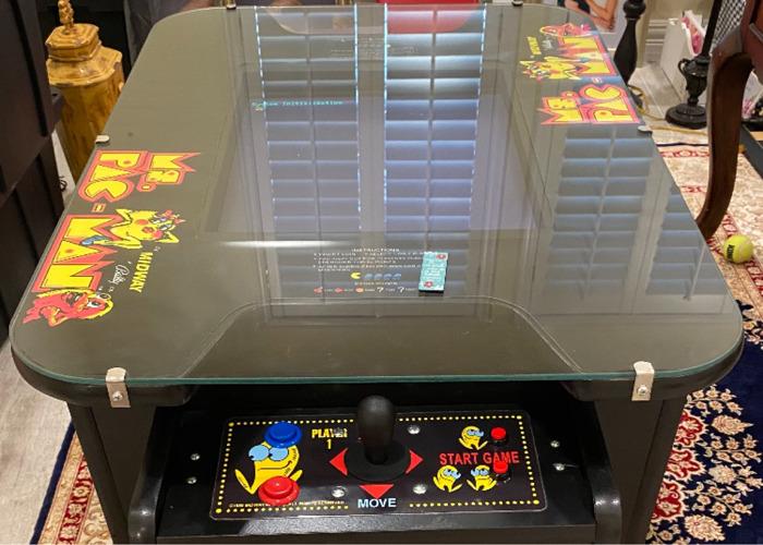 Pac-Man Arcade Machine - 1