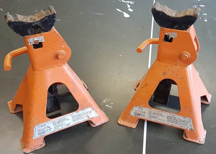 pair of 3 tonne Axle Stands - 1