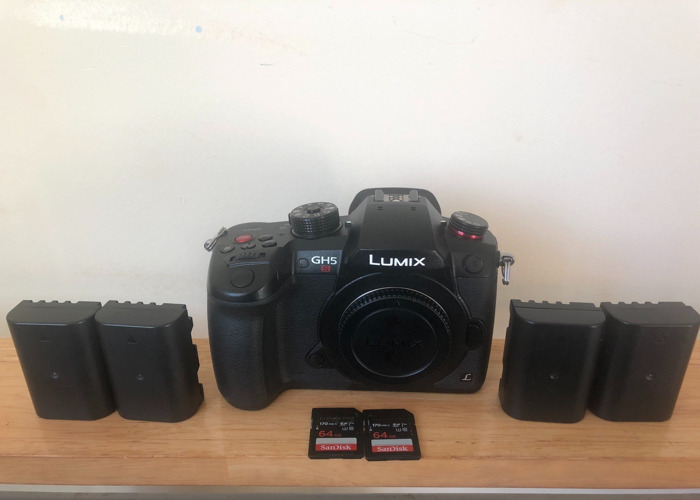 PANASONIC GH5S (BODY) + CHARGER + 4 BATTERIES + 64GB SD CARD - 1
