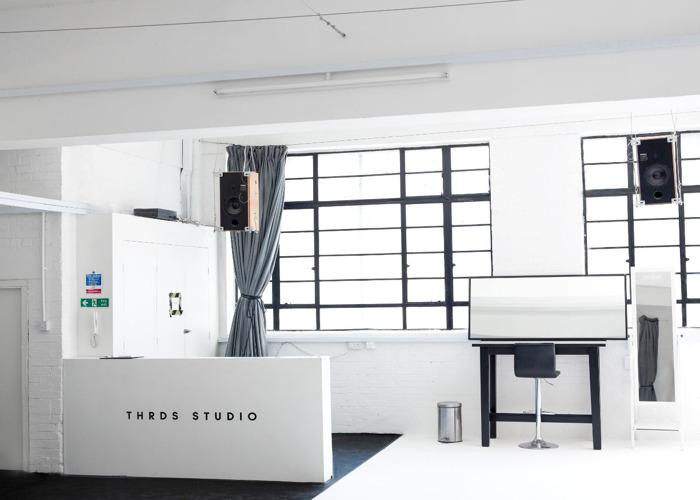 PHOTOGRAPHY SPACE + NATURAL DAYLIGHT | THRDS STUDIO  - 2