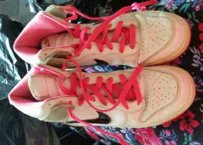 Pink nike trainers - 1