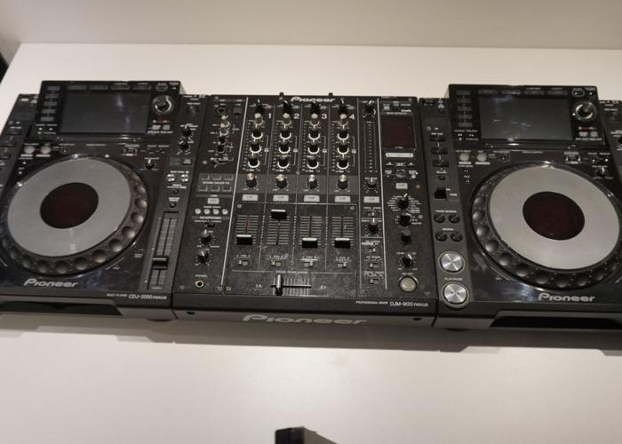 Pioneer CDJ 2000 NXS & DJM 2000 Setup - 1