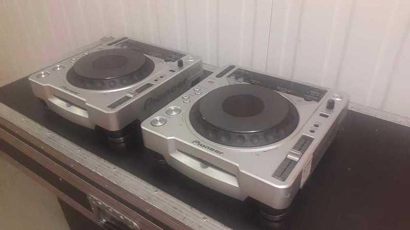 Pioneer CDJ 800mk2 CD players ( pair ) - 1