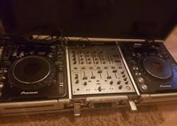 Pioneer CDJ1000 Mk3 & Pioneer DJM600 Mixer - 1