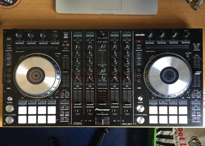 Pioneer DDJ-SX2 - DJ Controller - 1