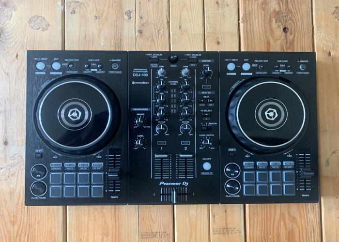 Pioneer DJ Controller Decks - DDJ 400 - 1