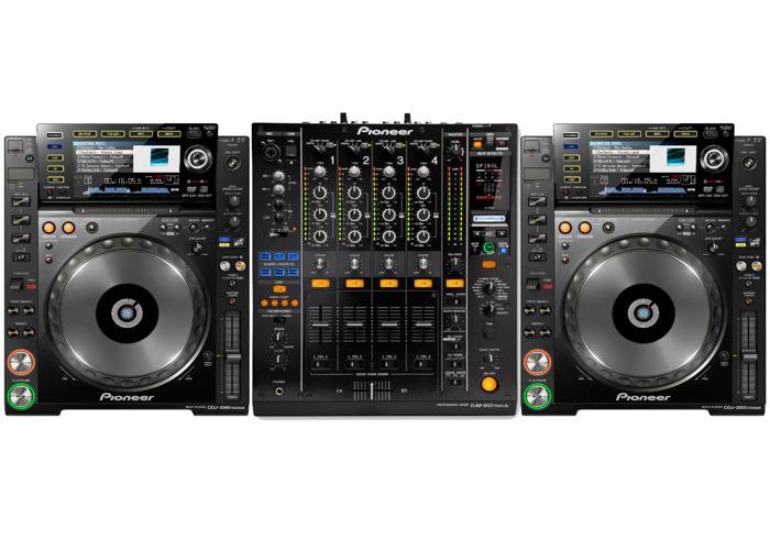 Pioneer CDJ-2000NXS & DJM-900NXS - 1