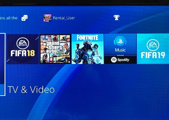 Rent Playstation 4 (2 controllers) (Fifa 19, Fortnite, Gta V